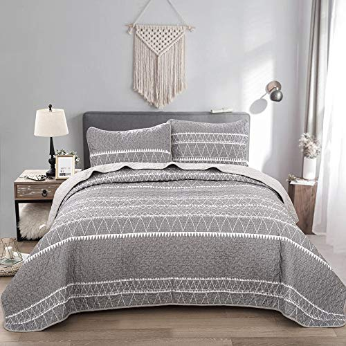 Grey Quilt Set Queen, Gray Striped Triangle Pattern Printed Bedspread Coverlet, 3 Pieces 1 Quilt + 2 Pillowcases, Soft Microfiber Bedding Quilt Coverlet for All Season 90 * 90 inches